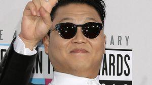 Psy: Heimliche Massage-Einlage auf der Bühne