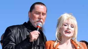 An Krebs gestorben: Dolly Parton trauert um ihren Bruder