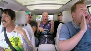 "Red Hot Chili Peppers bei James Cordens ""Carpool Karaoke"""