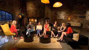 Frauke Ludowig, Sebastian Pannek und einige Bachelor-Kandidatinnen bei der Reunion-Show vom Bachelor