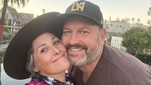 """Bin verlobt!"": Die US-Moderatorin Ricki Lake wird heiraten"