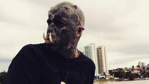 "Body-Modifikation: Tattoo-Freak wird zu ""Herr der Ringe""-Ork"