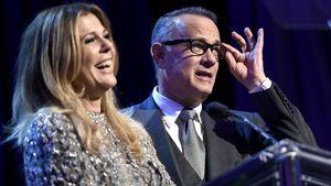28 Jahre happy: Tom Hanks' & Rita Wilsons 1. Paar-Selfie!