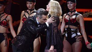 Barbara Schöneberger: Busen-Küsschen von Robbie Williams!