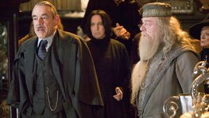 Roger Lloyd-Pack (Barty Crouch), Alan Rickman (Professor Snape) und Michael Gambon (Albus Dumbledore