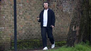 Trotz Quarantäne: Sam Smith bei einem Spaziergang gesichtet