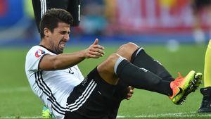 Sami Khedira nach einem Foul im 2. EM-Spiel der Deutschen