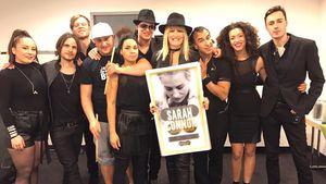 """Sarah Connor mit ihrer Auszeichnung für das Album """"Muttersprache"""""""