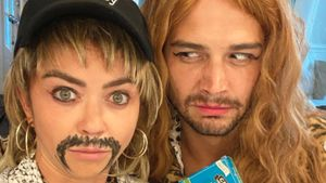 Fake-Schnauzer & Vokuhila: Sarah Hyland macht auf Joe Exotic