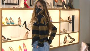Wie Carrie: Hier probiert Sarah Jessica Parker Schuhe an!