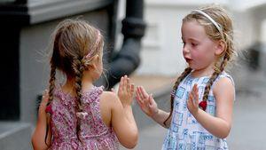Zuckersüß! SJPs Töchter ganz vertieft in ihr Spiel
