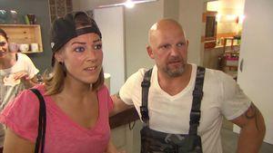 Alina (Saskia Beecks) soll Joe (Lutz Schweigel) überzeugen die WG nicht zu verkaufen