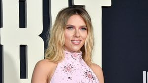 Pretty in Pink: Scarlett Johansson strahlt auf Filmpremiere!