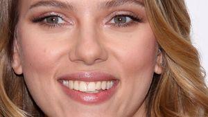 Sexy Scarlett Johansson verdreht Männerköpfe