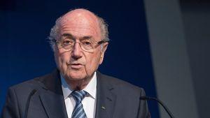Sepp Blatters Rücktritt: So reagieren die Promis!