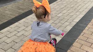 Flitze-Sophia: Hier rollt die Minikatze ihren Eltern davon