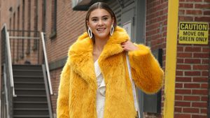 Gelb-Alarm: Steffi Giesinger knallig zur Fashion Week in NY!
