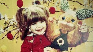 Süßes Throwback-Pic: Wer ist wohl dieser süße Osterhase?