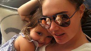 Tamara Ecclestone stillt, bis ihre Tochter zur Schule geht!