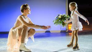 """Tanja Szewczenko mit Tochter Jona bei den Dreharbeiten für """"Alles was zählt"""""""