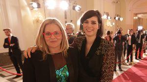 Taryn Brumfitt und Nora Tschirner bei der Verleihung des österreichischen Film- und Fernsehpreises