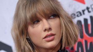Taylor Swift schaut bedrohlich/verführerisch zur Seite
