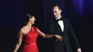 Heiß & begehrt: Tom Hiddleston bei den Emmys in Flirtlaune