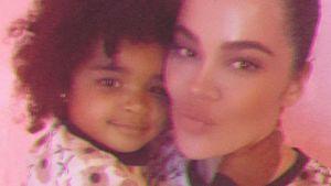 Mamas ganzer Stolz: Khloé K. teilt Foto mit Tochter True