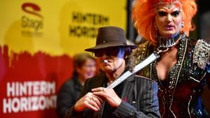 """Udo Lindenberg und Olivia Jones bei der """"Hinterm Horizont""""-Premiere in Hamburg"""