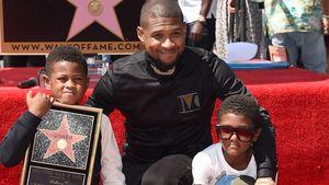Usher mit seinen beiden Söhnen Usher und Naviyd Ely auf dem Walk of Fame in Hollywood