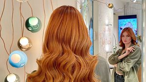 Vanessa Tamkan lässt sich ihre GNTM-Frisur verpassen