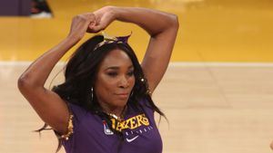 Tennis-Star Venus Williams performt mit Lakers-Cheerleadern
