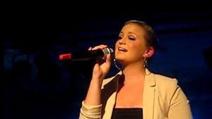 Ex-Queensberry Vici: Hier singt sie mit ihrem Papa
