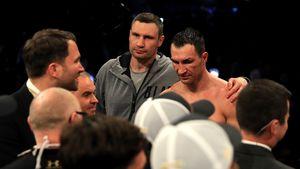 Vitali und Wladimir Klitschko nach dem verlorenen WM-Kampf im Wembley Stadion
