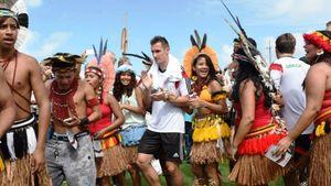Mit Stammestanz: Ureinwohner feiern Miro Klose