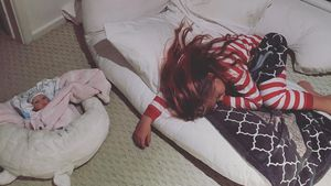 Willow Hart und ihre Babypuppe
