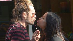 Lolli-Küsse! Schwangere Zoe Saldana knutscht Marco