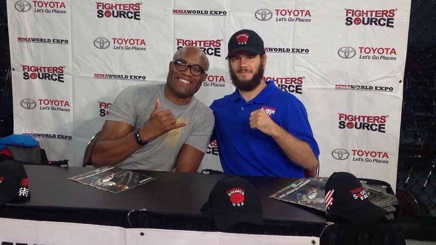 Aaron Rajman mit Anderson Silva auf der World MMA Expo