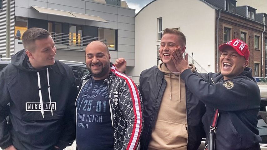 Aaron Troschke, Leon Machères Nachbar, Marvin Wildhage und Leon Machère