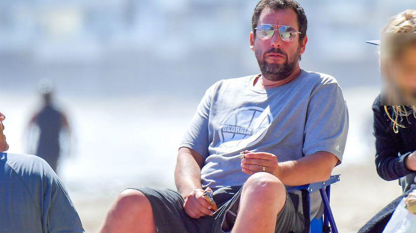 Seltene Bilder: Adam Sandler genießt Familienzeit am Strand!