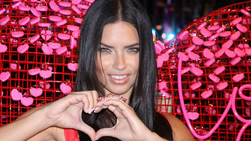 Sexy Engel: Adriana Lima als Versuchung in Rot