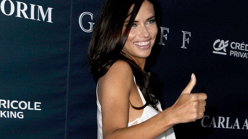 Sexy Einblicke: Adriana Lima ohne Unterwäsche