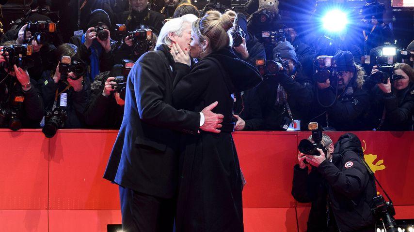 Liebes-Statement: Richard Gere küsst seine Alejandra (33)