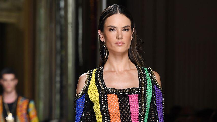 Alessandra Ambrosio auf dem Catwalk der Paris Fashion Week 2016