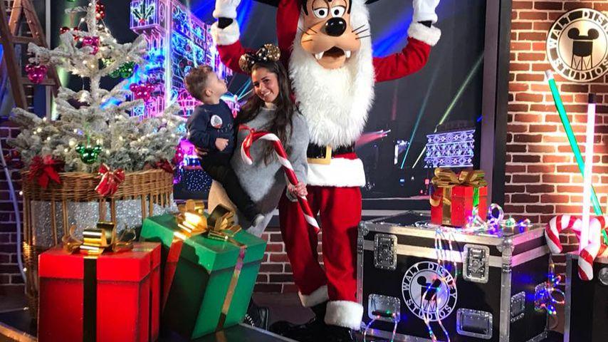 Alessio und Sarah Lombardi im Disneyland Paris