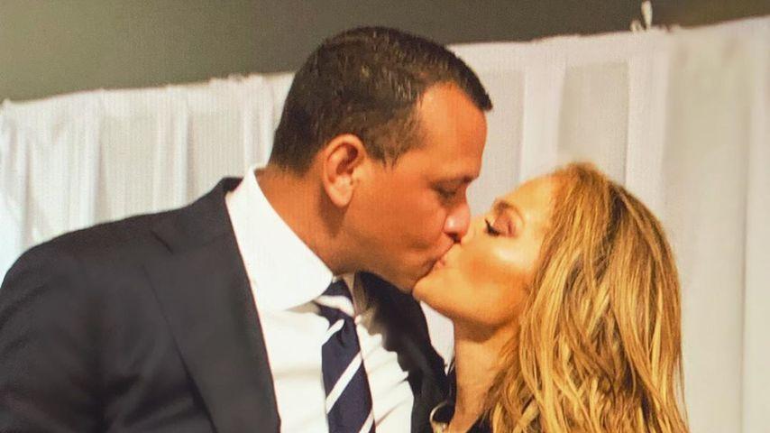 Gibt J.Lo hier einen Hinweis auf den Hochzeitstag mit A-Rod?