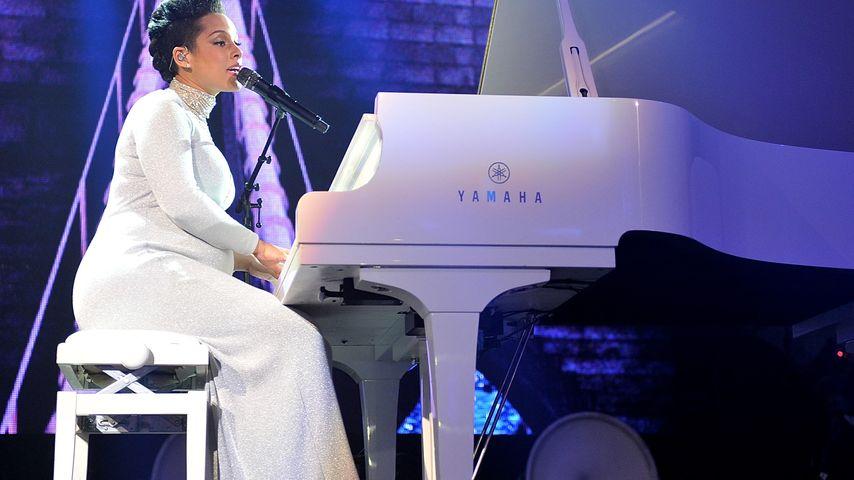 Bezaubernd! Alicia Keys performt hochschwanger