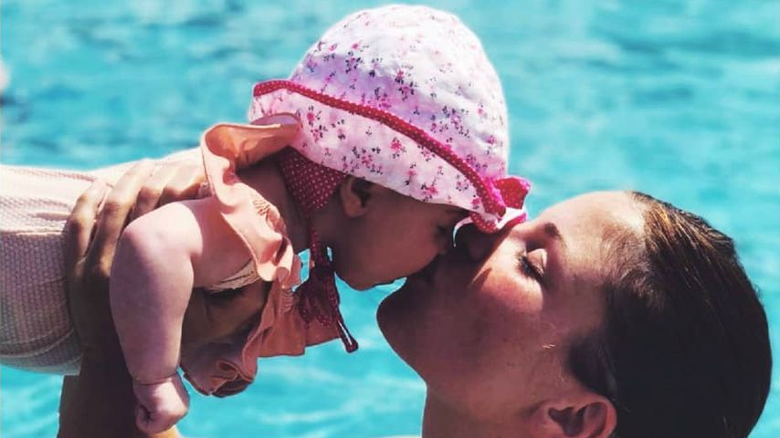 Wasser-Spaß: Alissa Harouat plantscht mit ihrem Töchterchen!