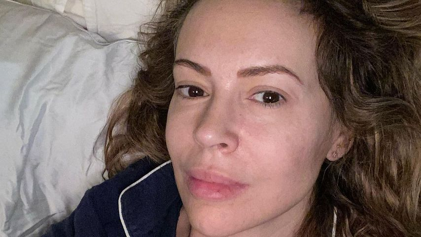 """Gelenke knacksen und Popo wabbelt: """"Charmed""""-Alyssa wird 48"""