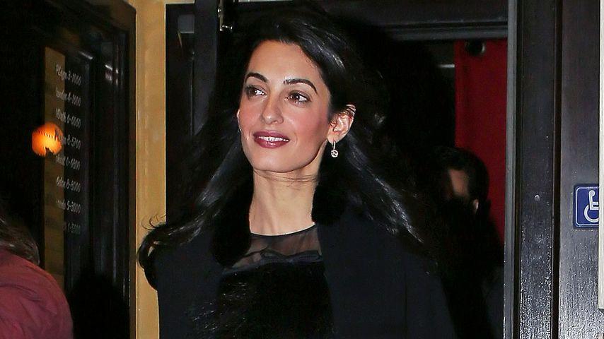 Gewagt! Amal Clooney trägt tatsächlich bauchfrei
